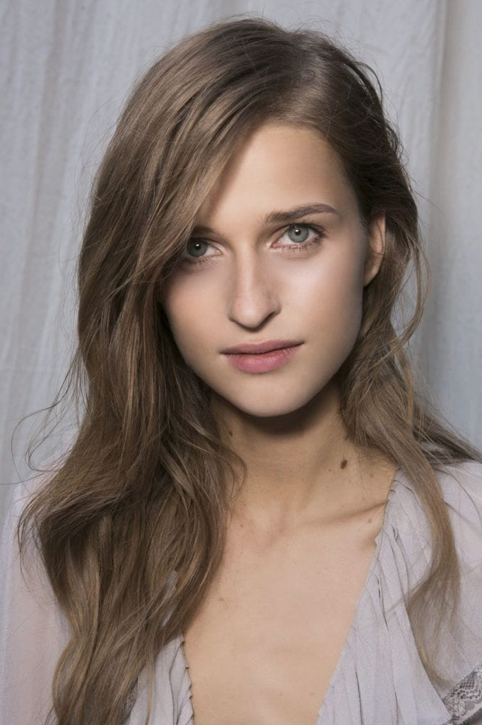 Hairstyles For Long Faces To Flatter Your Face Shape With Regard To Long Hairstyles For Women With Long Faces (View 14 of 25)