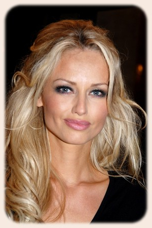 Hairstyles Gallery: Hairstyle For Big Forehead Throughout Long Hairstyles Big Foreheads (View 24 of 25)