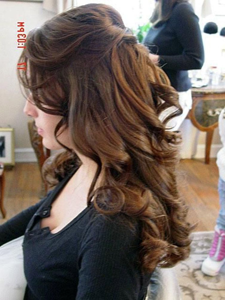 Half Up Half Down Curly Hairstyles For Medium Length Hair | Makeup In Long Layered Half Curled Hairstyles (View 8 of 25)
