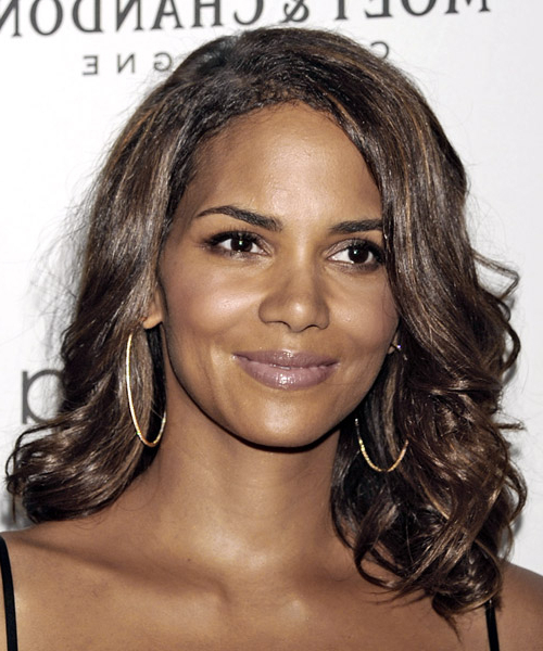 Halle Berry Casual Long Wavy Hairstyle For Halle Berry Long Hairstyles (View 24 of 25)