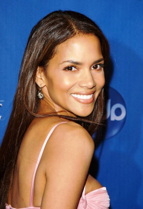 Halle Berry Haircuts: Short & Long Hair, Pixie & Curly Hairstyles In Halle Berry Long Hairstyles (View 13 of 25)