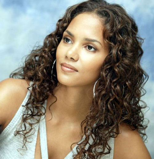 Halle Berry Haircuts: Short & Long Hair, Pixie & Curly Hairstyles Pertaining To Halle Berry Long Hairstyles (View 20 of 25)