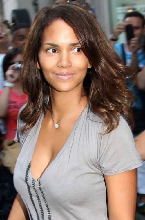 Halle Berry Haircuts: Short & Long Hair, Pixie & Curly Hairstyles Within Halle Berry Long Hairstyles (View 4 of 25)