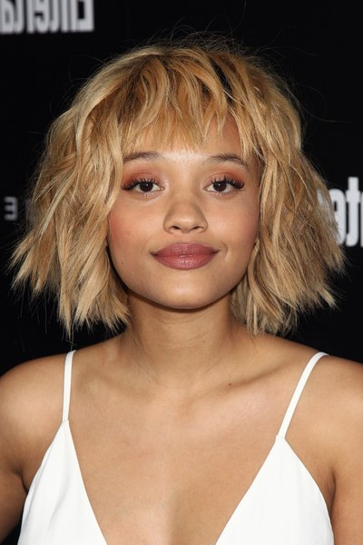 How To Grow Out Your Bangs – 10 Hairstyles To Try | Teen Vogue Throughout Long Hairstyles Growing Out Bangs (View 6 of 25)