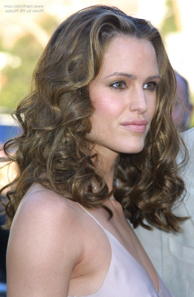 Jennifer Garner With Her Thick Long Hair Twisted On Spiral Curlers For Curlers For Long Hair Thick Hair (View 16 of 25)