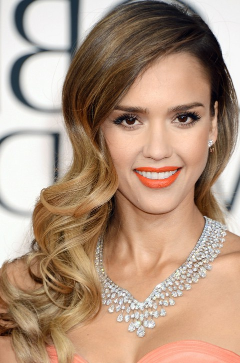 Jessica-Alba-Long-Hairstyles-Stylish-Side-Parted-Long-Curls | Girls with Long Hairstyles To The Side