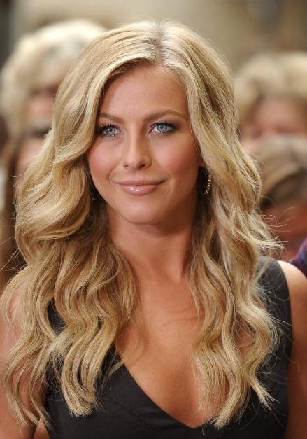 Julianne Hough Hairstyle: Sexy Side Parted Long Blonde Soft Curly in Julianne Hough Long Hairstyles