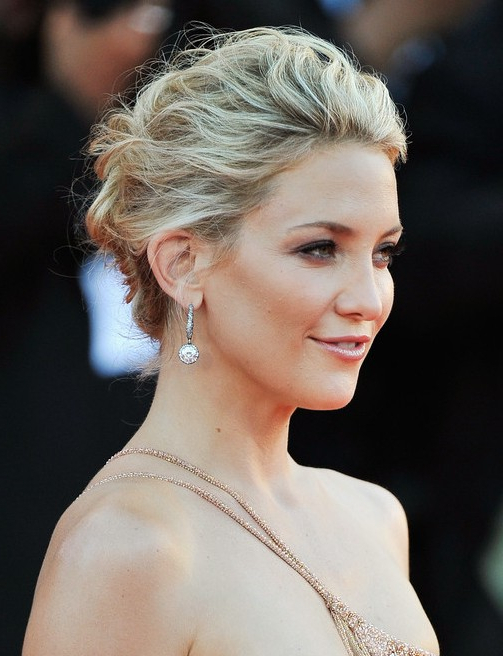 Kate Hudson Messy Upstyle Hairdos For Long Hair – Popular Haircuts Pertaining To Long Hairstyles Upstyles (View 20 of 25)