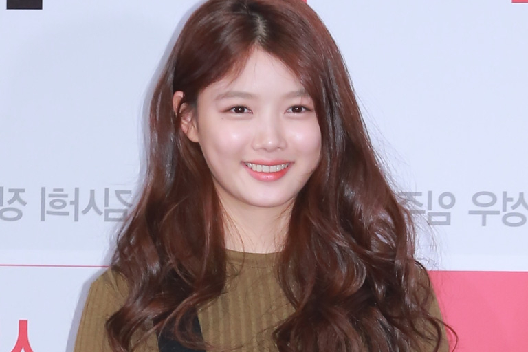 Korean Actress Kim Yoojung Hospitalised After Being Criticised For Intended For Long Hairstyles Korean Actress (View 13 of 25)