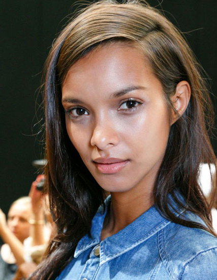 Lais Ribeiro's Straight Long Hairstyle With Deep Side Part – Party Throughout Long Hairstyles Deep Side Part (View 22 of 25)