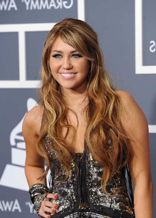 Miley Cyrus Long Caramel Hairstyles With Side Swept Bangs Throughout Long Hairstyles With Side Swept Bangs (View 20 of 25)
