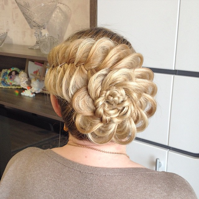 Prom Hairstyles: 15 Utterly Amazing Hairstyles For Prom Intended For French Roll Prom Hairstyles (View 16 of 25)