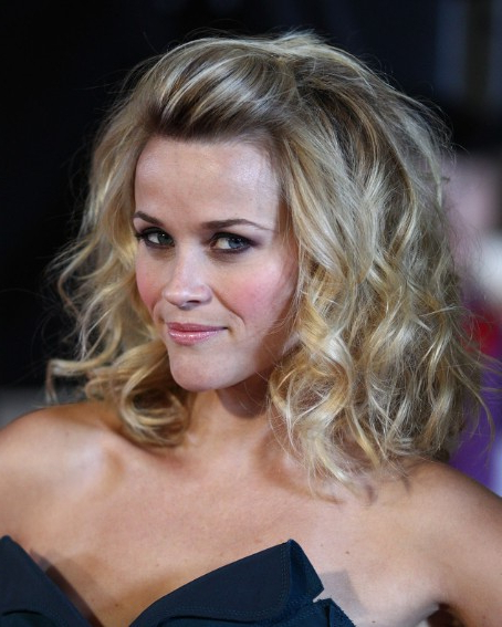 Reese Witherspoon Wavy Hairstyles – Popular Haircuts For Long Hairstyles Off The Face (View 14 of 25)
