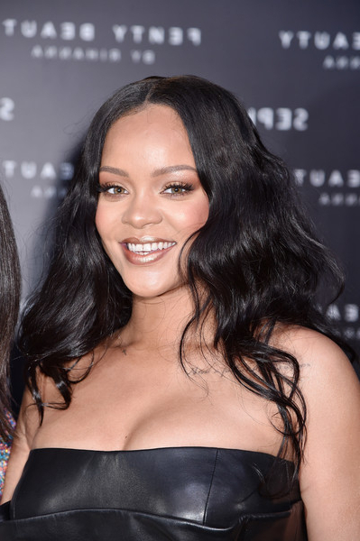 Rihanna Long Wavy Cut – Rihanna Long Hairstyles Looks – Stylebistro For Long Hairstyles Rihanna (View 21 of 25)