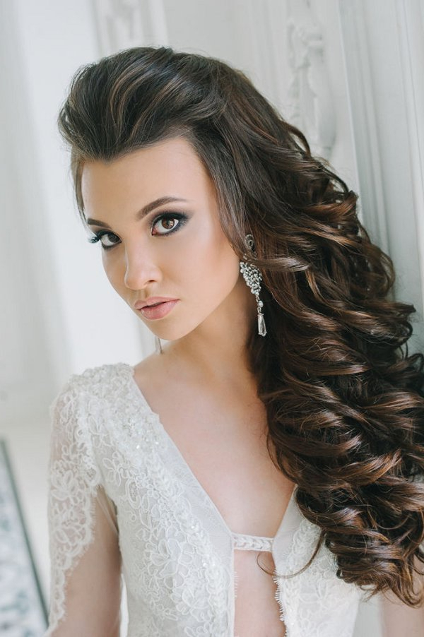 Side Down Long Curly Hairstyle For Bride | Deer Pearl Flowers Intended For Long Curly Hairstyles For Wedding (View 7 of 25)