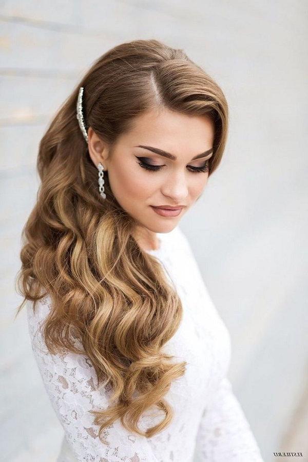 Side Swept Old Hollywood Glam Wedding Hairstyle | Deer Pearl Flowers Regarding Old Hollywood Long Hairstyles (View 5 of 25)