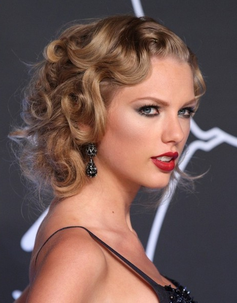 Taylor Swift Hairstyles: Flapper Inspired Hairstyle For Night Out Throughout Long Hairstyles For Night Out (View 21 of 25)