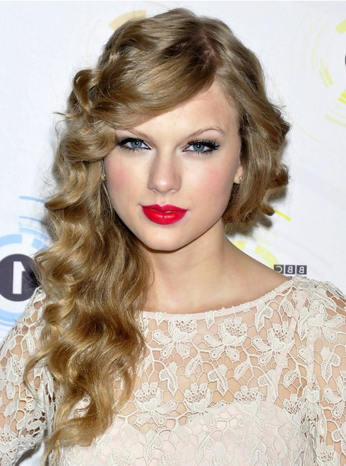 Taylor Swift Long Hairstyles: Side Curls – Popular Haircuts With Side Long Hairstyles (View 22 of 25)
