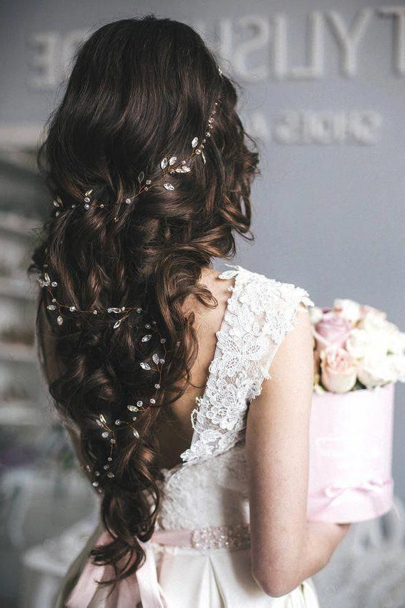 These All Down Prom Hairstyles Are Trendy #alldownpromhairstyles With Twisted Prom Hairstyles Over One Shoulder (View 19 of 25)