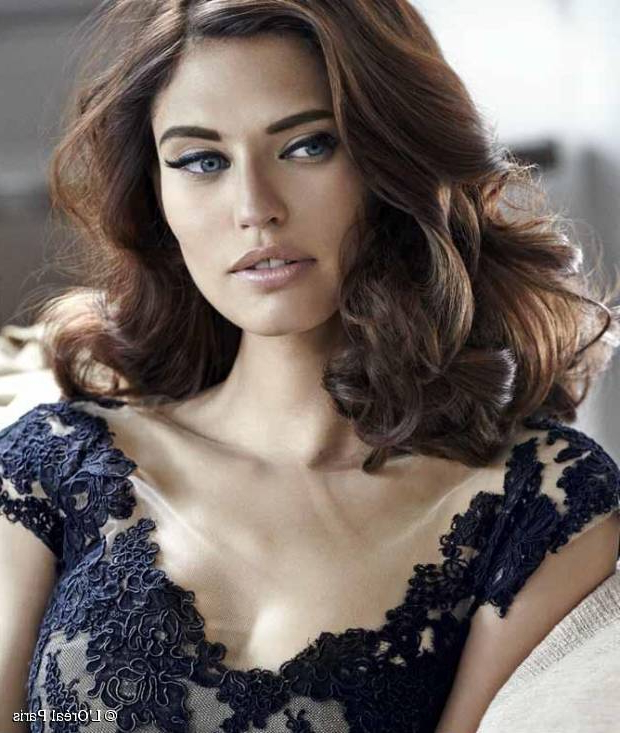 Top 15 Easy And Low Maintenance Hairstyles For Square Faces Pertaining To Long Hairstyles Square Face (View 23 of 25)