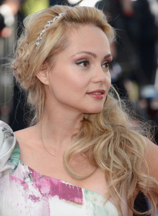 Top 50 Beautiful Wavy Long Hairstyles To Inspire You Throughout Long Hairstyles To One Side (View 15 of 25)