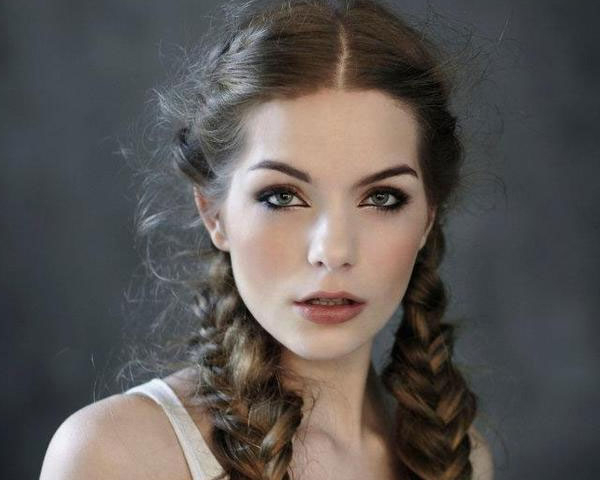 Wonderful Easy Manage Vintage Hairstyle For Long Hair | Sophie For Vintage Haircuts For Long Hair (View 8 of 25)