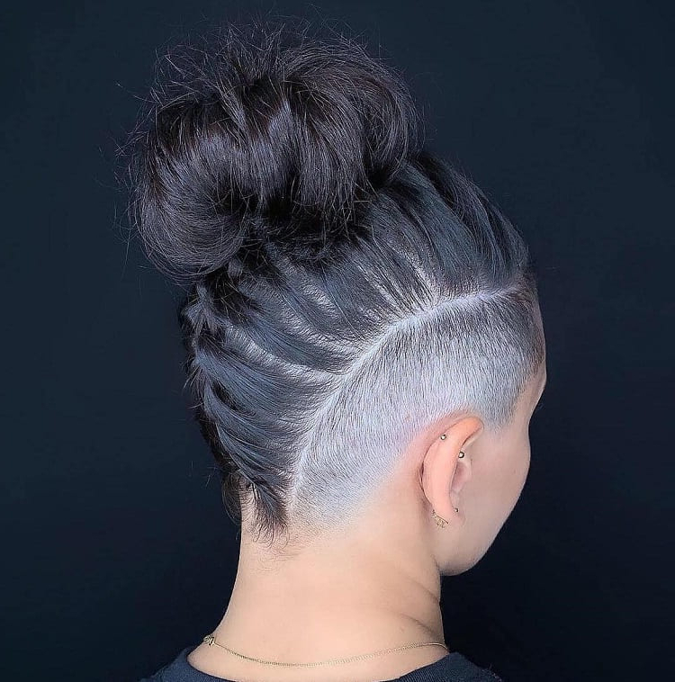 10 Offbeat Mohawk Hairstyles With Shaved Sides For Women In Best And Newest Blue Sunset Skinny Braided Hairstyles (View 17 of 25)
