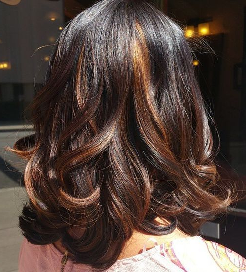 20 Stylish Highlighted Hairstyles For Women 2019 Regarding Recent Tiny Twist Hairstyles With Caramel Highlights (View 9 of 25)