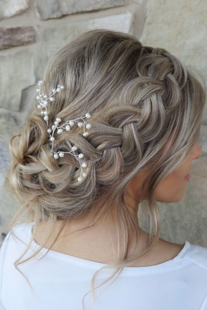 Beautiful Wedding Hairstyle Inspiration | Hárgreiðslur Intended For Latest Traditional Halo Braided Hairstyles With Flowers (View 6 of 25)