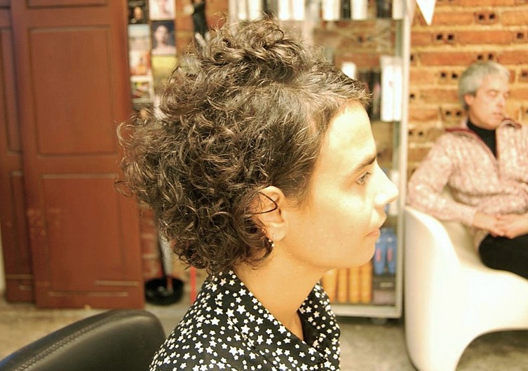 Curly Haircut With An Edgy Twist – Hairstyles Weekly For Recent Wavy Bob Hairstyles With Twists (View 20 of 25)