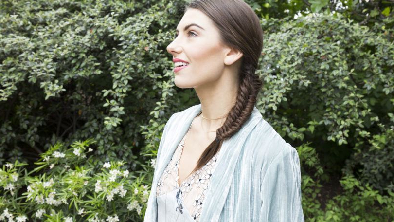Get A Fishtail Braid In Just 7 Easy Steps In Recent Over The Shoulder Mermaid Braid Hairstyles (View 19 of 25)