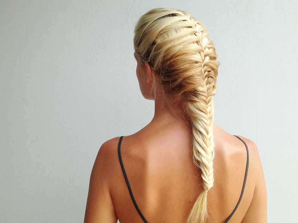 Master This Fishtail Mermaid Braid How To – More Inside Most Up To Date Over The Shoulder Mermaid Braid Hairstyles (View 4 of 25)