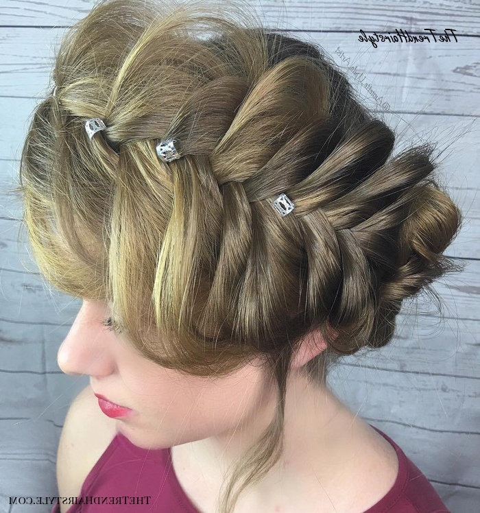 Voluminous Halo Braid – 20 Halo Braid Ideas To Try In 2019 Pertaining To Most Popular Oversized Fishtail Braided Hairstyles (View 24 of 25)