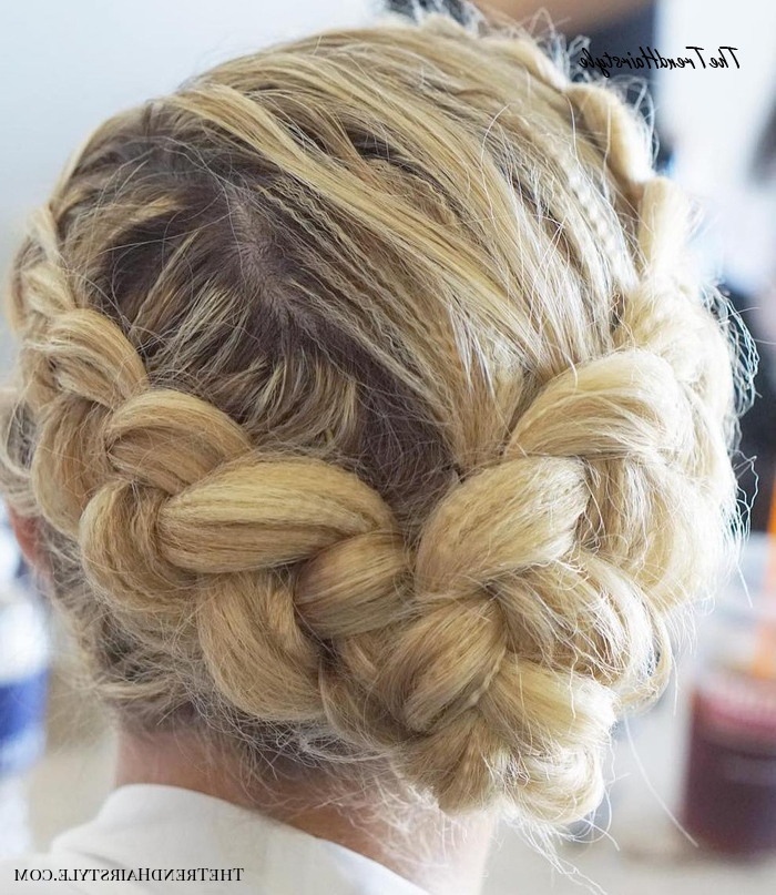 Voluminous Halo Braid – 20 Halo Braid Ideas To Try In 2019 With Regard To Recent Low Haloed Braided Hairstyles (View 3 of 25)