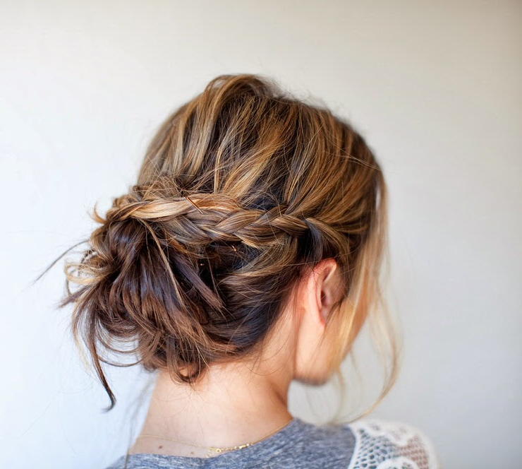 15 Easy Messy Bun Tutorials & Quick Updo Hairstyles For Messy Bun Hairstyles (View 5 of 25)