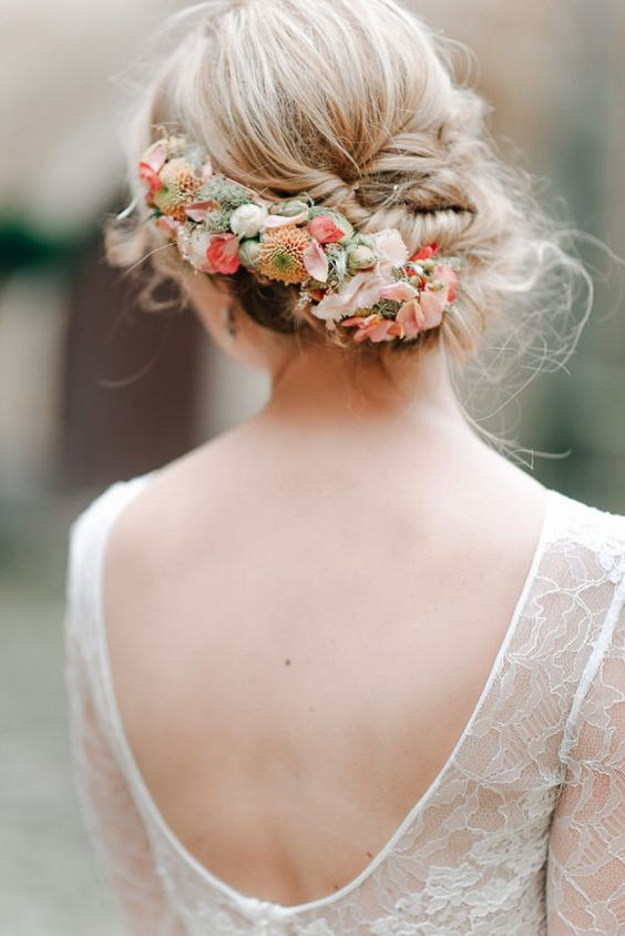 18 Super Romantic & Relaxed Summer Wedding Hairstyles With Romantic Florals Updo Hairstyles (View 11 of 26)