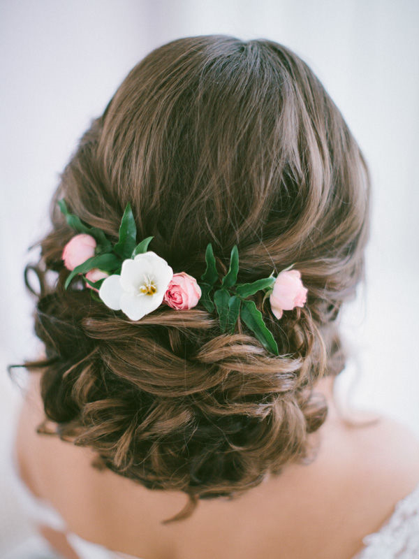 25 Romantic Long Wedding Hairstyles Using Flowers | Deer Within Romantic Florals Updo Hairstyles (View 23 of 26)