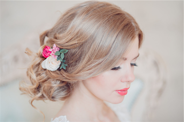 25 Romantic Long Wedding Hairstyles Using Flowers | Deer Within Romantic Florals Updo Hairstyles (View 8 of 26)