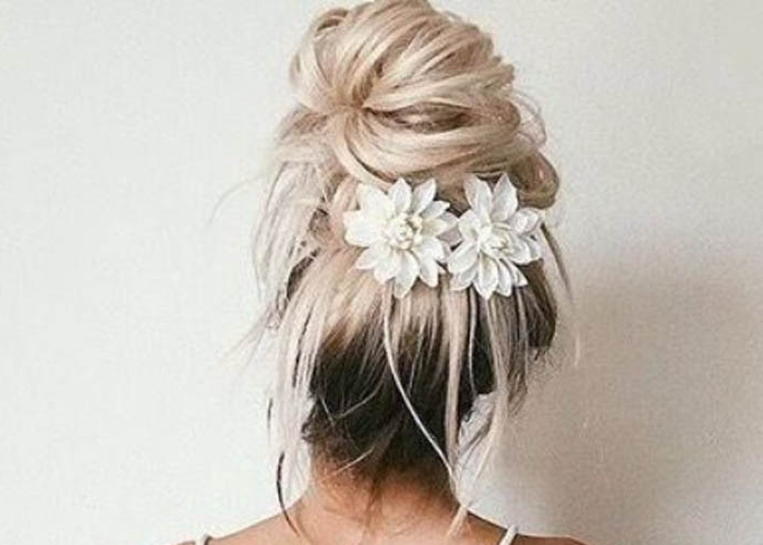7 Super Easy Ways To Make A Messy Bun – Easy Messy Buns 2019 With Messy Bun Hairstyles (View 25 of 25)