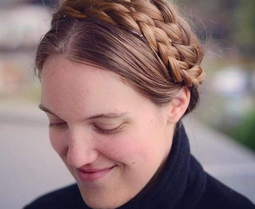 Beste Milkmaid Frisuren – Pretty Milkmaid Braid Für Frauen Throughout Newest Milkmaid Crown Braided Hairstyles (View 21 of 25)