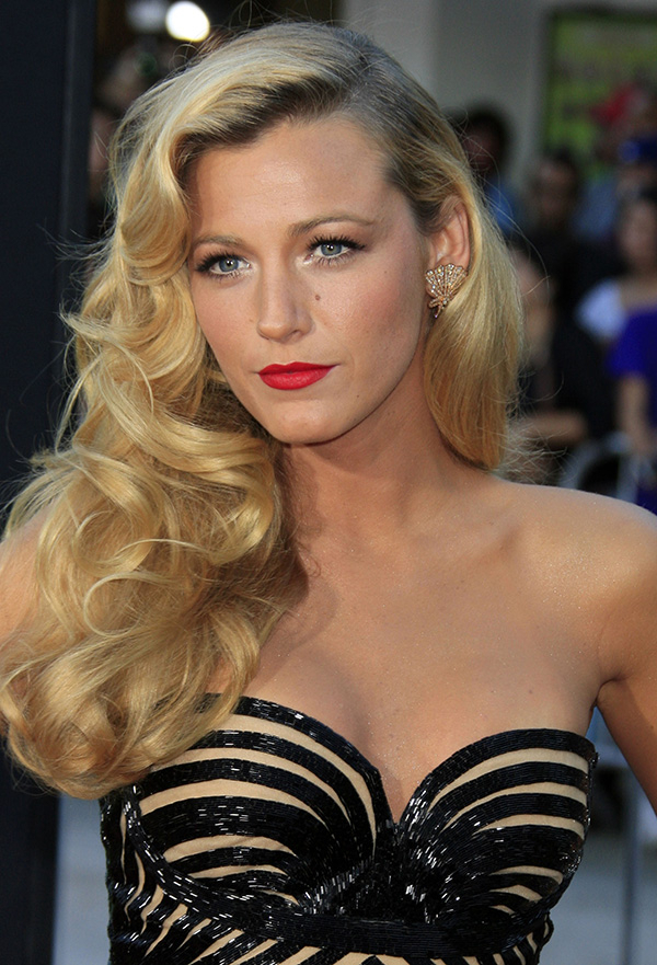 Old Hollywood Curls: A Glamorous Hairstyle For The Holidays For Glamour Waves Hairstyles (View 6 of 25)