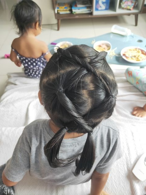 Pinnur Dinar On Girls Hairstyles | Hair Styles, Girl Within Zig Zag Ponytail Updo Hairstyles (View 12 of 25)