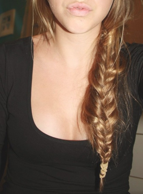 Stylish Casual Messy Side Fishtail Braid For Girls Pertaining To Most Current Messy Side Fishtail Braided Hairstyles (View 8 of 25)