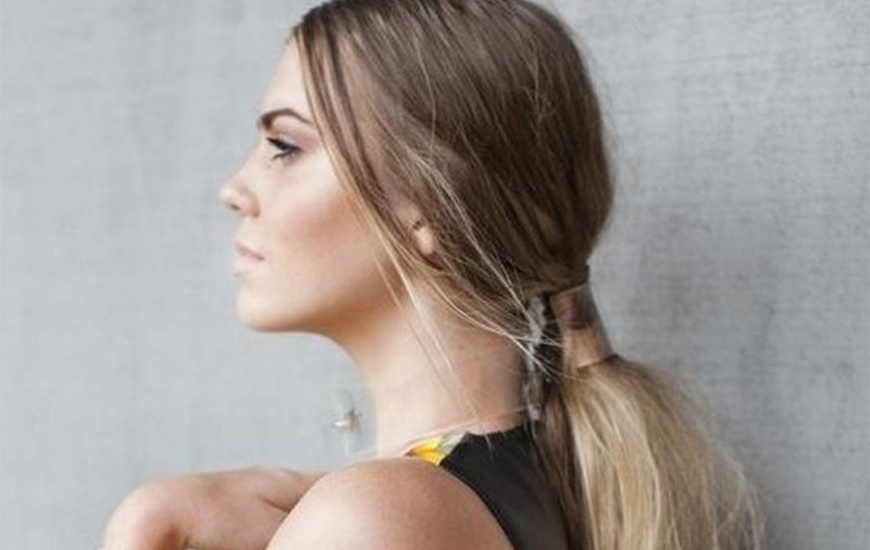 10 Easy And Gorgeous Ways To Make Your Ponytail Look Inside Loose Low Ponytail Hairstyles With Casual Side Bang (View 25 of 25)