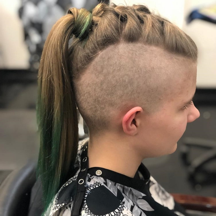 10 Offbeat Mohawk Hairstyles With Shaved Sides For Women Within Mohawk Hairstyles With Pulled Up Sides (View 15 of 25)