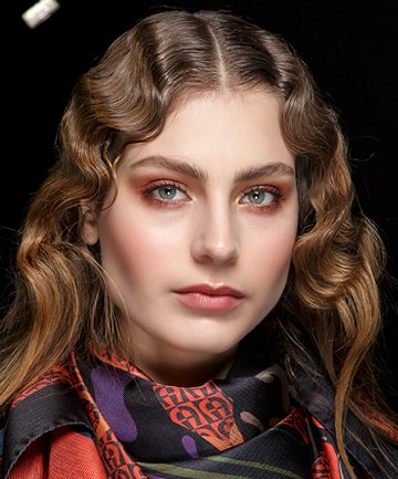 10 Retro Hairstyles That Are Hot Right Now Throughout Retro Side Hairdos With Texture (View 22 of 25)