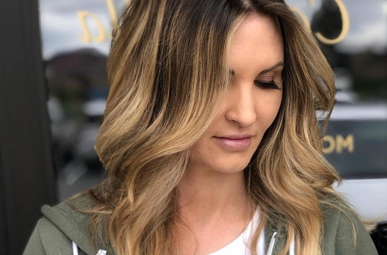 15 Face Framing Highlighted Looks That Work For Any Hair In Wavy Lob Hairstyles With Face Framing Highlights (View 9 of 25)