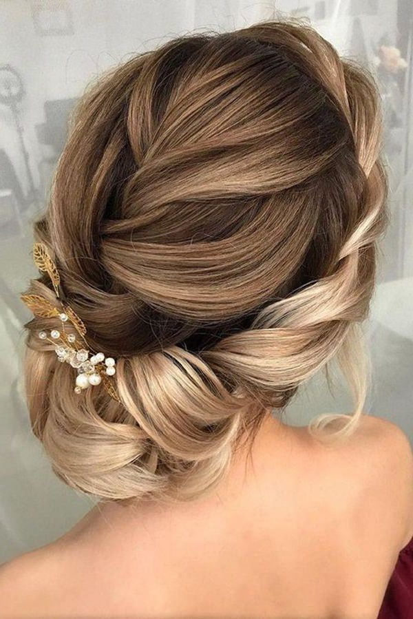 154 Updos For Long Hair Featuring Beautiful Braids And Buns Regarding Angular Updo Hairstyles With Waves And Texture (View 12 of 25)