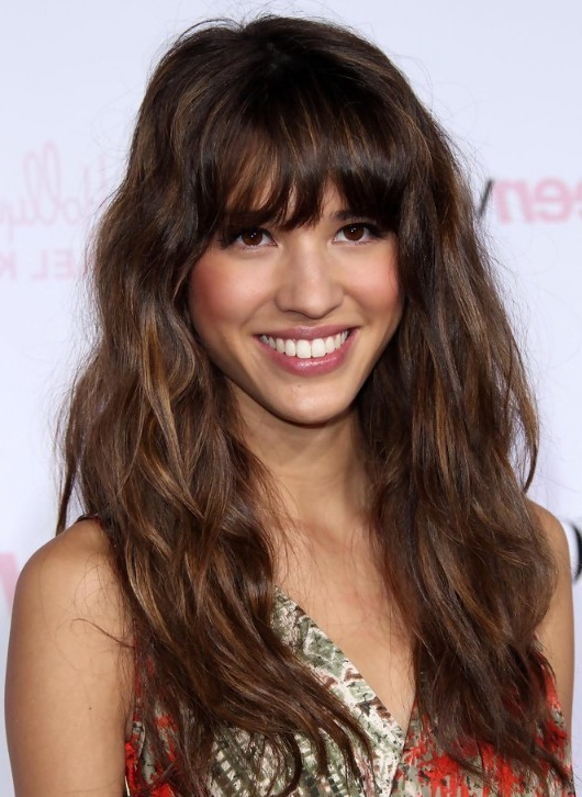 18 Beautiful Long Wavy Hairstyles With Bangs – Hairstyles Weekly Inside Long Hairstyles With Straight Fringes And Wavy Ends (View 4 of 25)