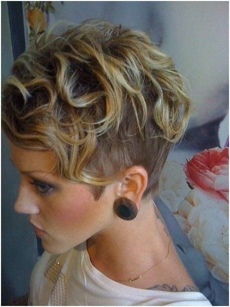 20 Lovely Wavy & Curly Pixie Styles: Short Hair – Popular Throughout Pixie Haircuts With Large Curls (View 4 of 25)